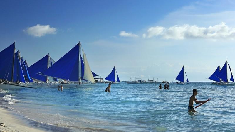 White-Beach,-Boracay,-Philippines