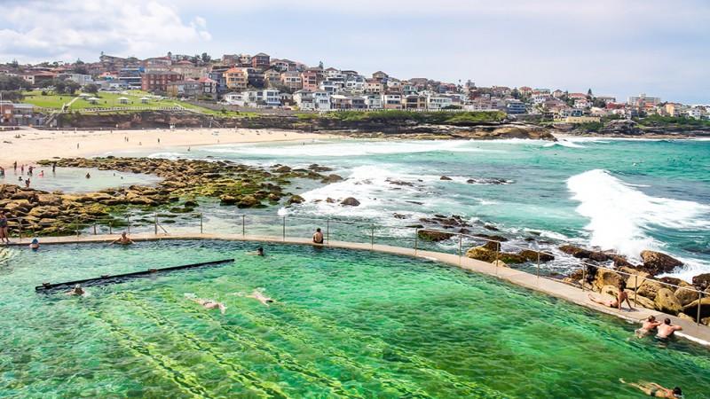 Bondi-Beach,-Sydney-Australia
