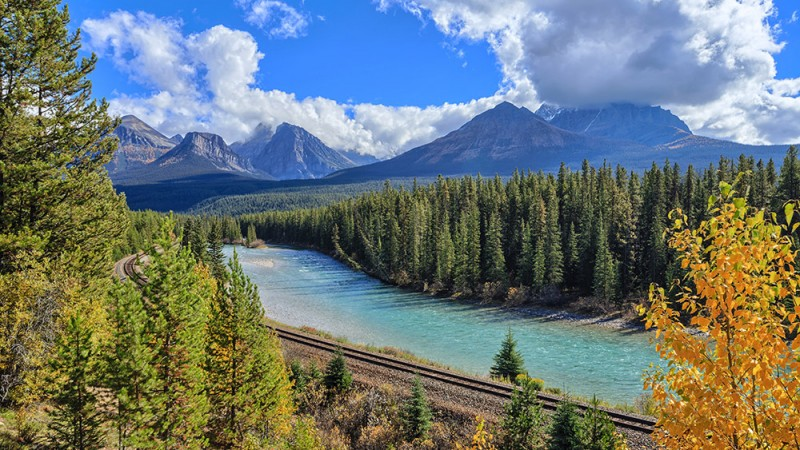 Rocky-Mountaineer-Train-Ride,-North-America